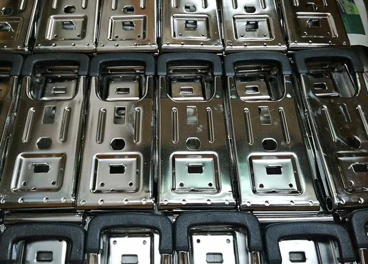 Electropulido de acero inoxidable. acabado de piezas de acero inoxidable electropulidas
